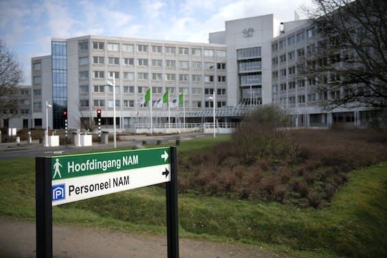 Hoofdkantoor van de NAM in Assen. Zoals op alle kantoren in Nederland is het hier nu erg rustig; de meeste medewerkers werken vanuit huis.