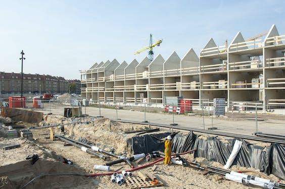 Nieuwbouwwoningen in de gemeente Amsterdam worden in de toekomst niet meer aangesloten op het warmtenet van de stad. Sluisbuurt en Amstelkwa