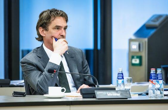 Minister Bas van 't Wout in de Tweede Kamer.